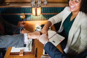 Jak motywować pracowników w restauracji